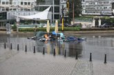 Бурята удари блокадата на Орлов мост и СУ, събори палатки