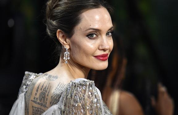Анджелина Джоли разкри защо се е развела с Брад Пит