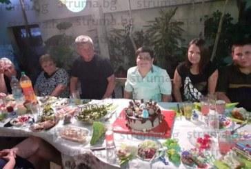 С парти на двора синът на учителя по физика и математика в Микрево Л. Илиев – Димитър, отпразнува 9-ия си рожден ден