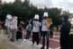 С кофа на главата и метла на гръб К. Ханджийски с група протестъри посреща Цвета Караянчева в Благоевград