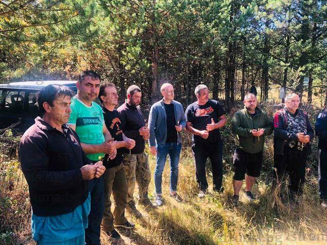 Ритуал за успешен сезон!   Трета група на ЛРД - Добринище си направи курбан преди старта на т.нар. свински лов