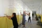 Въоръжени с четки и боя, родители и учители преобразяват класните стаи и коридорите на благоевградското IV ОУ