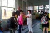 Със сутрешен здравен филтър започнаха присъствените часове в благоевградското IV ОУ, спряха достъпа на родители до класните стаи