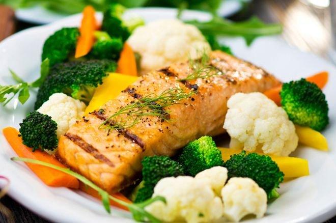 Сьомга с микс от зеленчуци