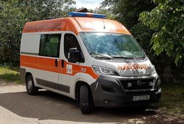 """Сблъсък между кола и микробус на АМ """"Хемус"""", транспортираха ранени в болница"""