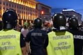 Полицай е ранен в главата  на протеста снощи