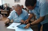 Един час не стигна на общинските съветници в Дупница да свикнат с електронното гласуване, ще се учат в движение