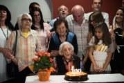 Баба Катина от Земен навърши столетие, посрещна празника си с най-близките си