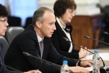 Просветният министър Кр. Вълчев: Училището тръгва без предозиране на мерките