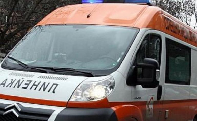 Автомобил пламна на пътя за Рилския манастир, шофьорът настанен в МБАЛ-Благоевград