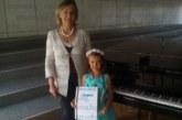 """Само с 1 г. уроци 6-годишна пианистка от благоевградското читалище """"Вапцаров"""" с 4 златни медала от музикален конкурс"""
