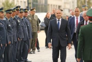 Министерството на отбраната: Румен Радев е бил уведомен, че е контактен със заразен на 18 октомври