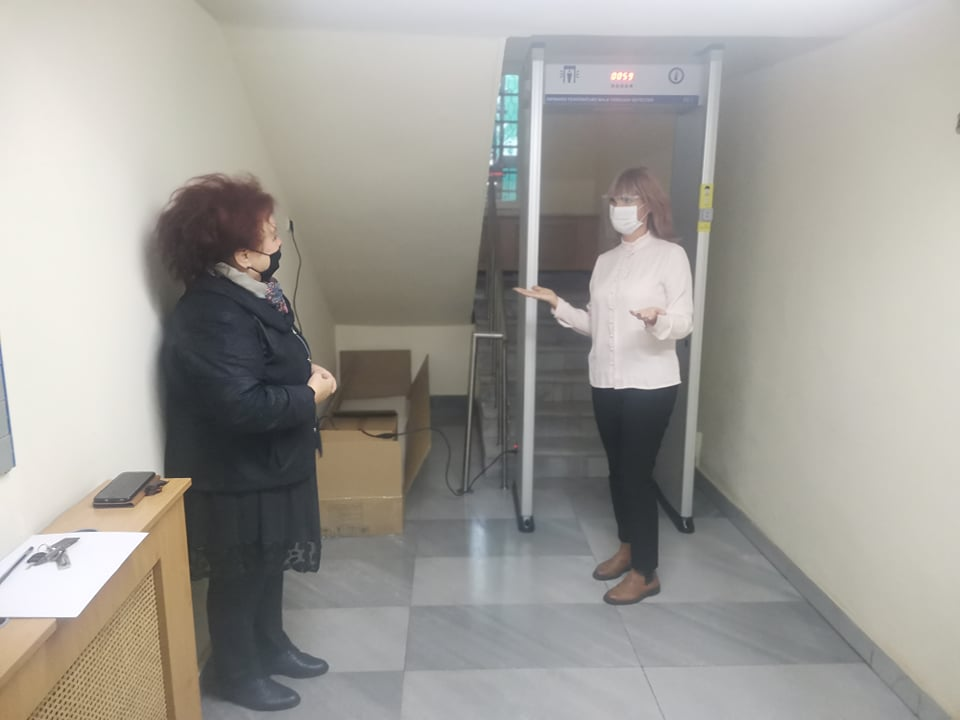 ПОСЛЕДОВАТЕЛНИ В БОРБАТА СРЕЩУ COVID-19!  Терморамка следи температурата на служители и посетители в административната сграда на ВиК - Благоевград