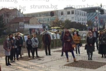 Първокурсничка по журналистика нареди изложба пред Младежкия дом в Благоевград