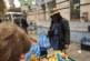 Маските на благоевградския пазар налични – едни ги пазят в джоба, други на ръката като гривни, трети на врата като траперска кърпа…