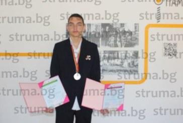 ВПЕЧАТЛЯВАЩ УСПЕХ! Гимназист от Гоце Делчев със сребро от олимпиада по астрономия и астрофизика в конкуренция с ученици от 50 държави