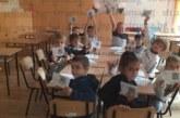 Ученици на 5-о СУ почистиха училищния двор и писаха съчинения за празника на Благоевград