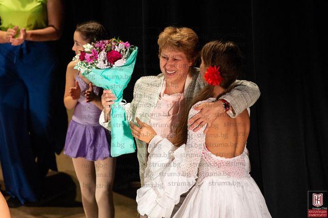 """Студенти от ЮЗУ """"Неофит Рилски"""" впечатлиха зрителите с 27 авторски хореографии"""