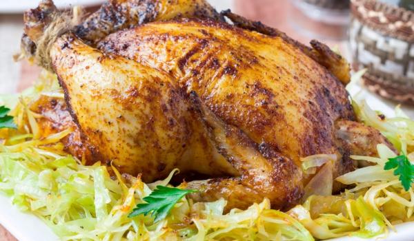 Пълнена кокошка със зеле и ориз