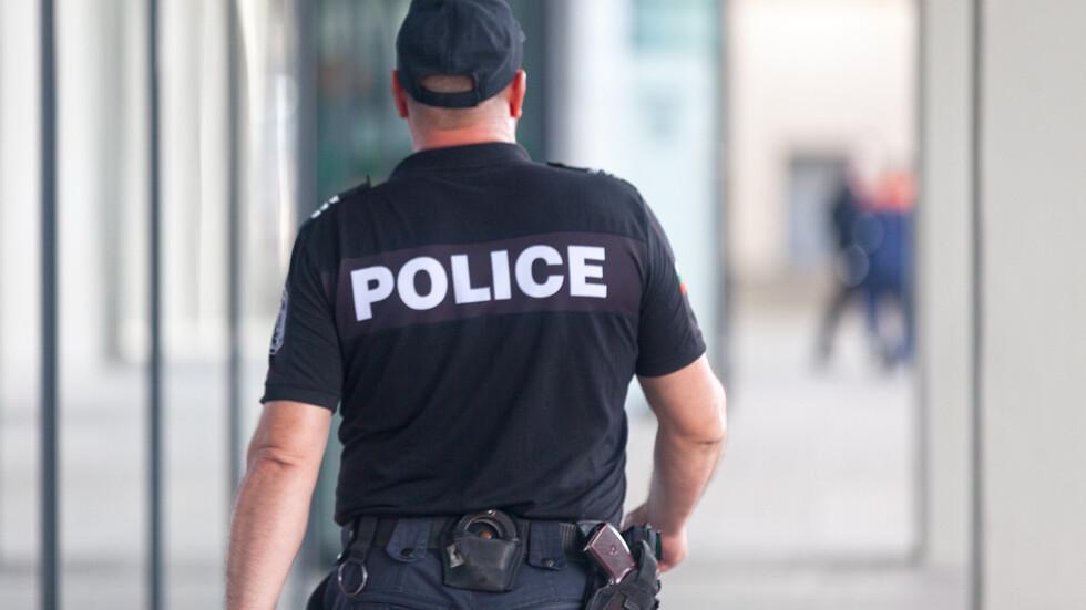Полицаите готови за протест, ако заплатите им не бъдат увеличени от януари