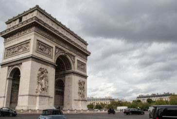 Бомбена заплаха отцепи центъра на Париж