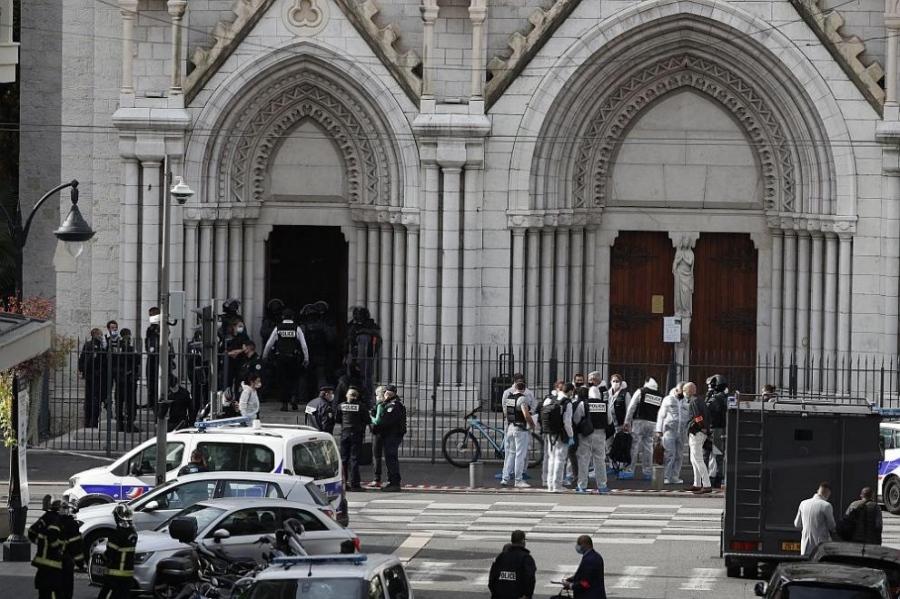Убити и ранени след серия атаки с нож във Франция