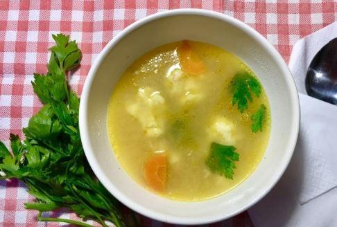 Пилешка супа с кнедли