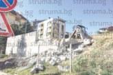 Странни действия провокираха интереса на благоевградчани! Събарят 5 м от изградената преди по-малко от 2 г. подпорна стена до новия светофар при общежитията на ЮЗУ