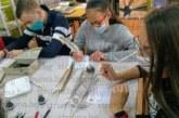 Ученици от Кюстендил писаха глаголицата по калиграфски с тръстиков писец