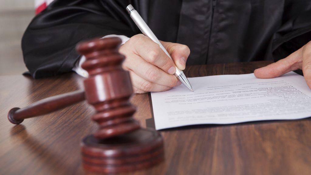 Шофьор от Кюстендил, заловен зад волана с алкохол и дрога, се споразумя за 11 месеца решетки