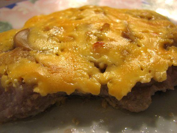 Крехки пържоли с топено сирене на фурна
