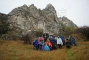 Дъждът не отказа кюстендилски туристи, изкачиха с чадъри Вискяр планина