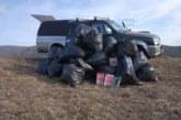 34 чувала с боклуци, сред които учебници и ранички, събраха трима ентусиасти около пътя Краище-Бабяк