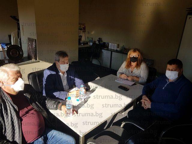 Болниците в Дупница в готовност да увеличат леглата за Ковид-19, откриха триажен кабинет за пациенти със съмнения, че са заразени