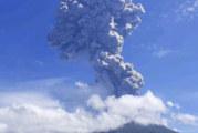 Мощно изригване на вулкан в Индонезия, евакуираха хиляди