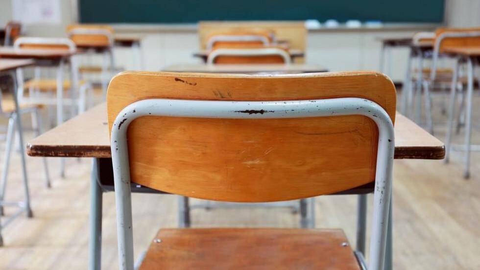 На училище по график, присъствено само първи клас