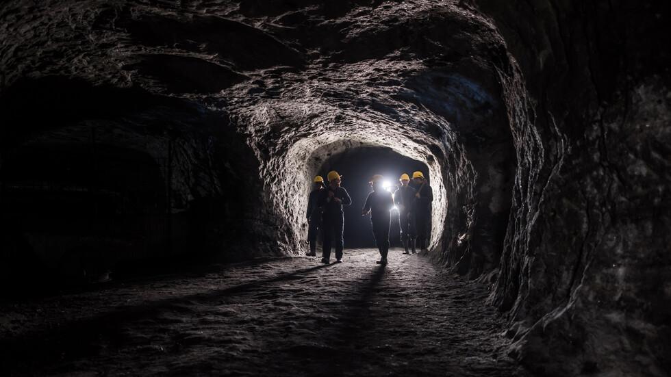 "Двама миньори пострадаха при срутване в рудник ""Крушев дол"""