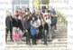 """С букет рози и подаръци абитуриентите от 12 """"а"""" на ЗПГ посрещнаха класната си Н. Костадинова на рождения й ден"""