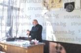 Директорът на Благоевградската професионална гимназия А. Драгоев преподава по 3 предмета, за да замества отсъстващи колеги