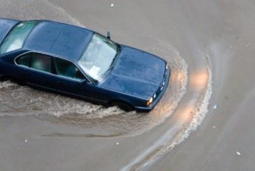 Страшни наводнения на остров Крит! Отнесени са коли в морето, повредени са пътища