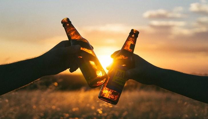 Лекар обясни какво се случва, ако пием алкохол и сме болни от КОВИД-19