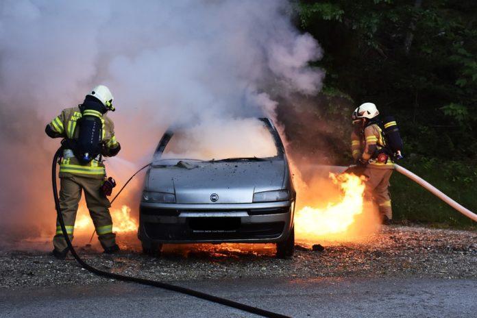 Огнен ужас! Лек автомобил пламна в Гоце Делчев