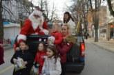 Дядо Коледа изненада децата на Сандански