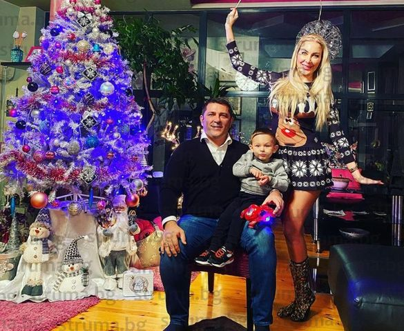 Перничанката Антония Батинкова посрещна Коледа като Снежанка...