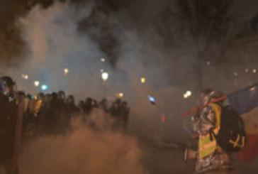 Напрежение и стотици арестувани при протест в Париж