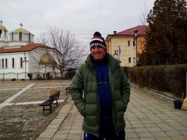 Кметът на Полето Ив. Манчев прекара няколко часа във въздуха, за да създаде празнична атмосфера в селото