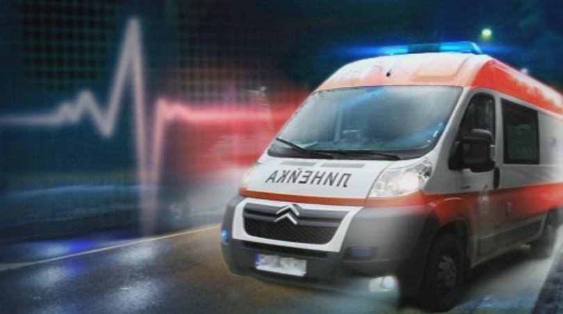 Тир и кола в челен сблъсък на Е-79, транспортираха ранени в болница