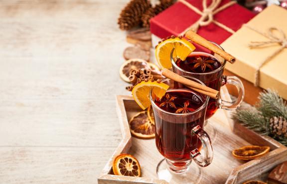 7 ползи от пиенето на греяно вино
