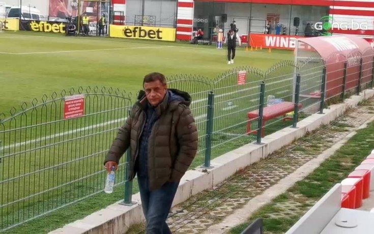 Стойнето от Дупница в епицентъра на грандиозен скандал в родния футбол, изхвърлили го от стадиона под Аязмото за псувни срещу Херо