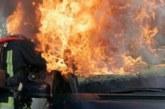 Огнеборците на крак! Кола пламна в петричко село